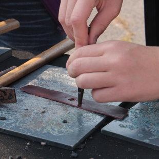 Kézművesség, bőr karkötő készítése
